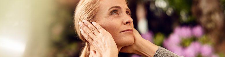 シグニアの補聴器には、高度な技術が詰め込まれています。音を増幅し、聞こえやすくするだけでなく、搭載されているさまざまな機能で耳鳴りの影響を軽減し、あなたのストレスを軽減するお手伝いをします。
