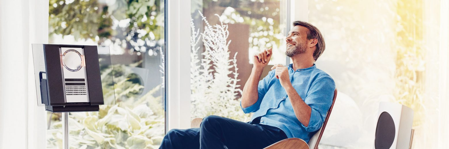 Hearing aid wearers have a right to enjoy streaming their favorite music, videos, podcasts, or audiobooks into their ears in premium stereo quality. Find out more about Signia's StreamLine Mic solution on our blog.