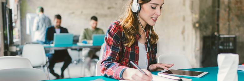 Dla wielu osób słuchanie muzyki jest konieczną częścią robienia kilku rzeczy jednocześnie.