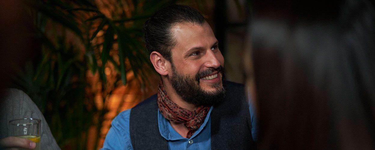 スタイレットのブランドアンバサダー、マヌエル・コルテス氏は、自身もSLIM-RIC型補聴器の愛用者です。俳優、写真家、映画監督、さらにファッションのエキスパートとして、多方面でクリエイティブな才能を発揮しています。