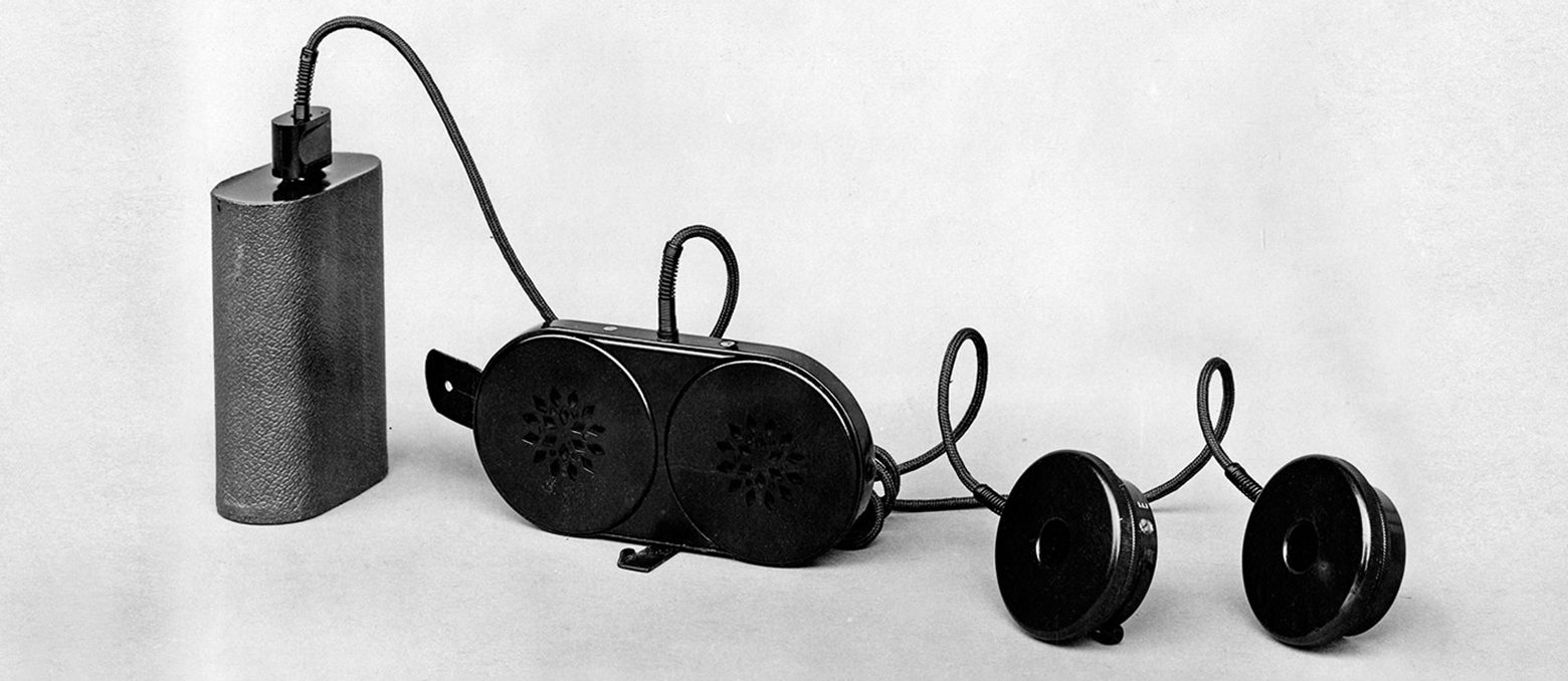 Eine Geschichtsstunde zur Entwicklung und Herstellung moderner Hörgeräte. Von Tierhörnern bis hin zu digitalen Hightech-Hörgeräten.