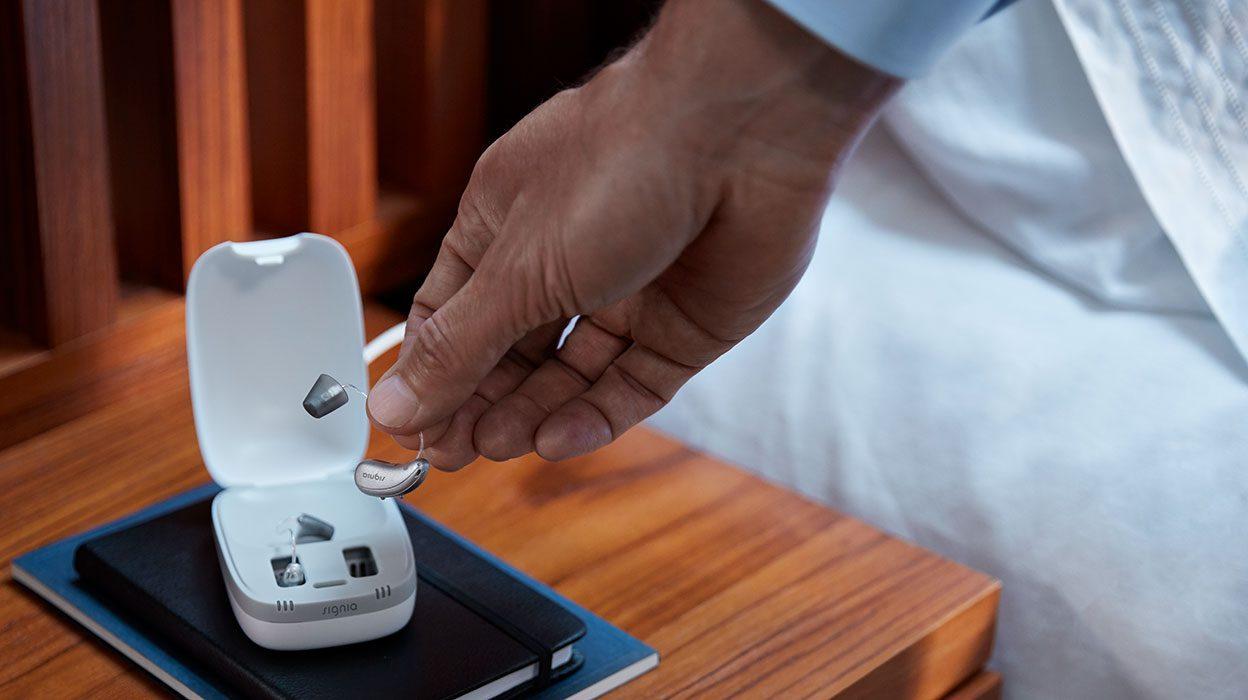 シグニア補聴器は、多種多様な充電式補聴器を発売し続け、充電式補聴器業界をリードしています。