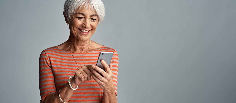 Szeretne még jobb hallásélményt szerezni okostelefonja segítségével? Ismerje meg és töltse le a hallásveszteséggel élők és fülzúgástól szenvedők számára kifejlesztett Signia alkalmazást!