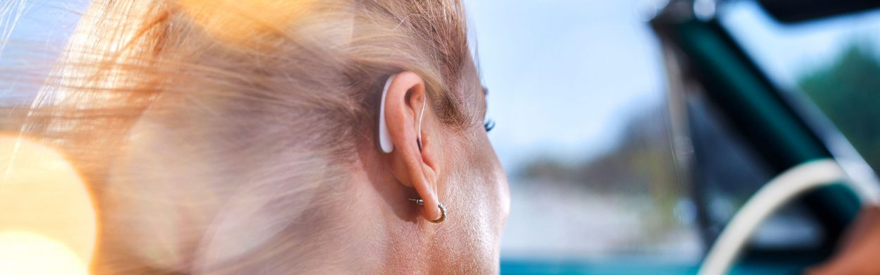 Styletto X transforms the outdated image of hearing aids into highly sophisticated hearwear™. Pure in design, sophisticated in form, its graceful lines, refined fit and true-to-life hearing experience mean you feel the difference as soon as you slip it on.