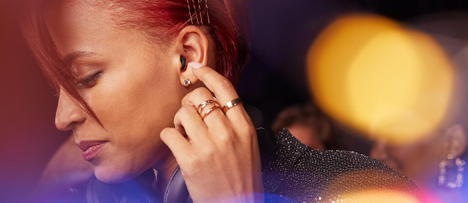 Nos nouvelles aides auditives Silk X : quasi-invisibles, elles vous assurent une discrétion totale.